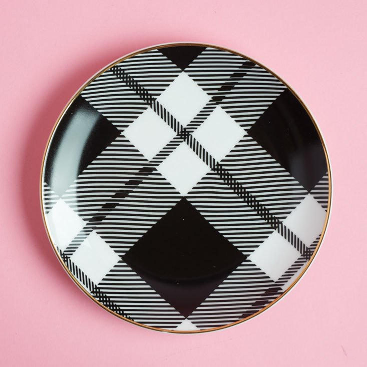 Plaid pattern on dessert plate
